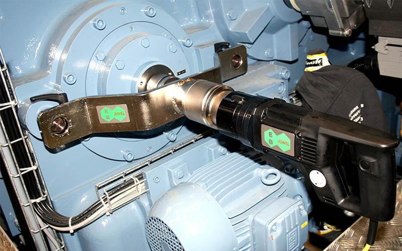 Juwel Elektrikli Tork Anahtarı Ağır İş Seri Dikey Tip ±%3.5 [ 360 – 12.000 N.m ]